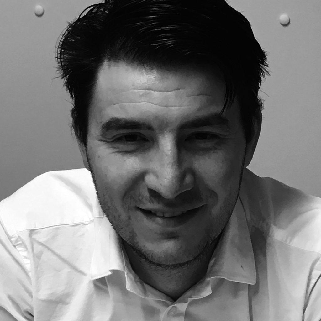 Петър Денев