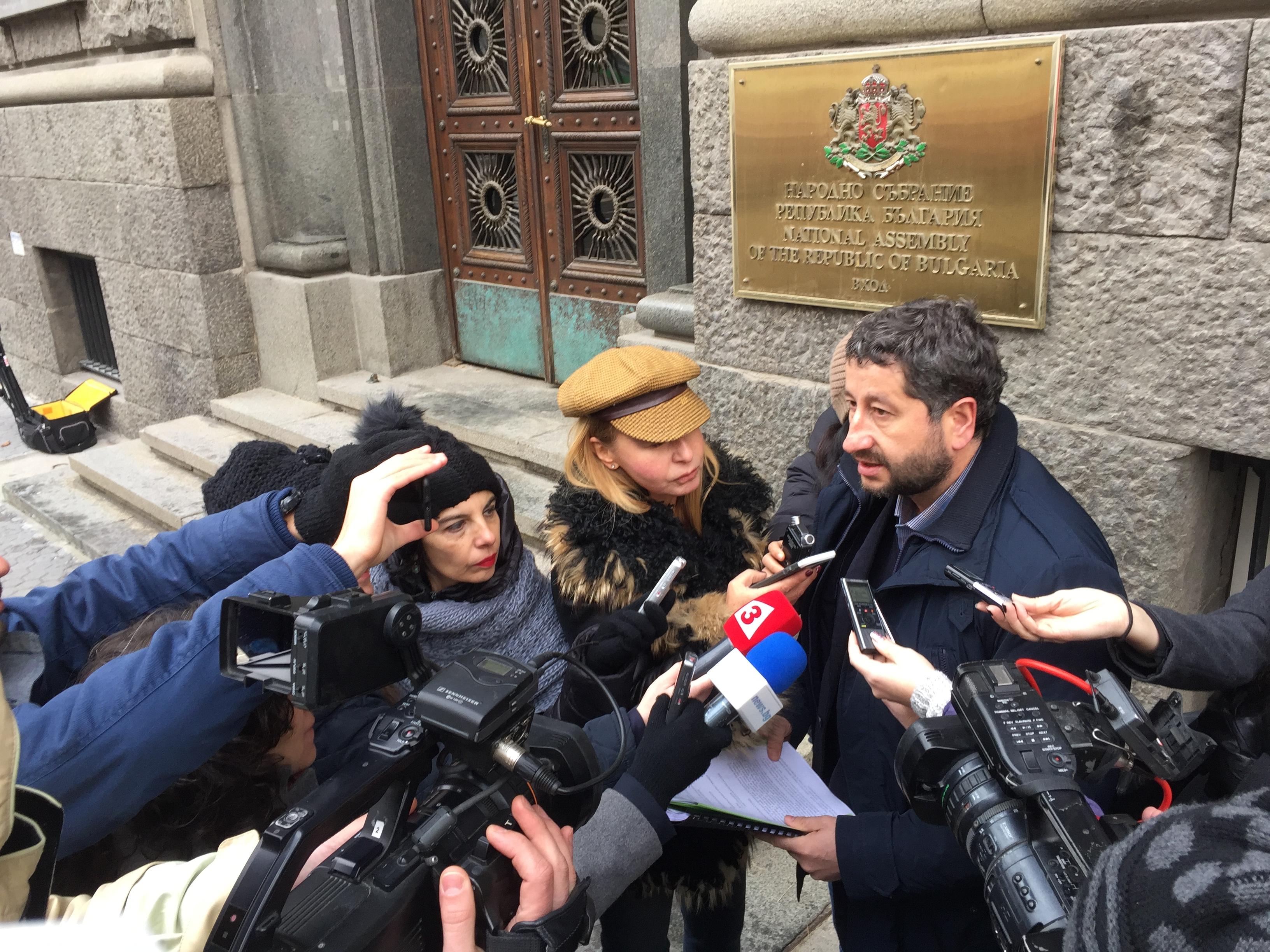 """""""Да, България!"""" иска разследване на контрабандата на български цигари и приватизацията на Булгартабак"""
