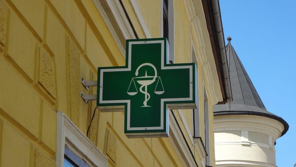Демократична България твърдо се противопоставя на опитите на правителството да унищожи независимите аптеки