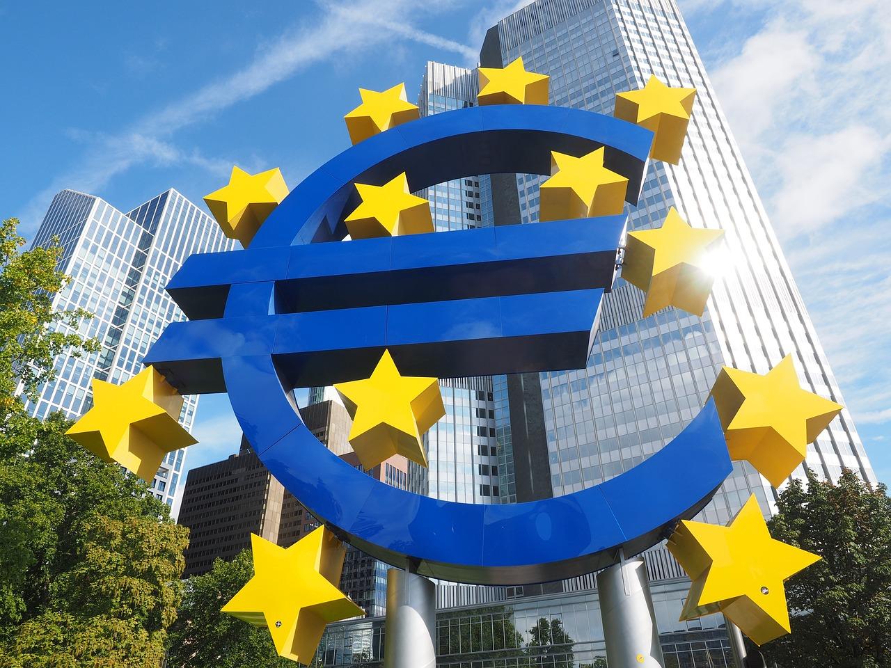 Проблемите при банките остават, защото БНБ е зависима от властта. Решението е влизане в Банковия съюз