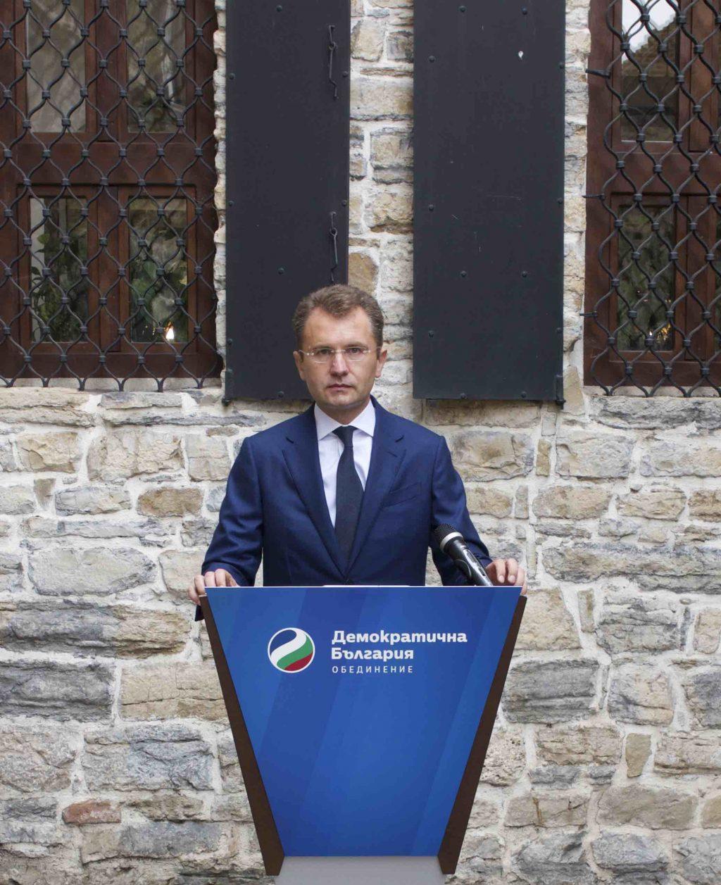 """Адвокат Калоян Янков е кандидатът за кмет на """"Демократична България"""" за Велико Търново"""