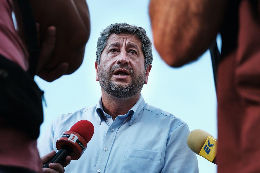 Христо Иванов пред POLITICO: ЕК умишлено си затваря очите за случващото се в България