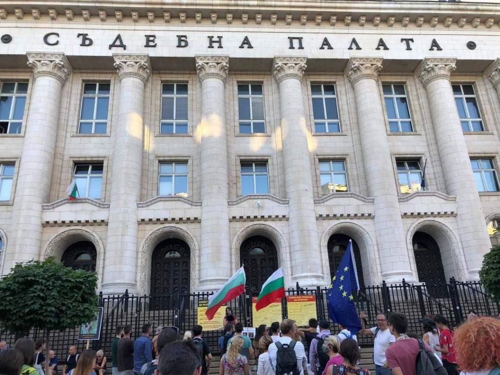 """""""МлаДа България"""": Гешев се занимава с дребни теми, вместо с корупцията по високите етажи"""