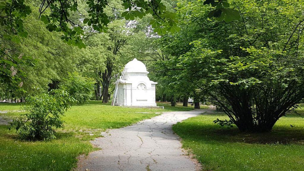 """Становище: Реставрация и почистване на гробниците в """"Парка на възрожденците"""" в Русе"""