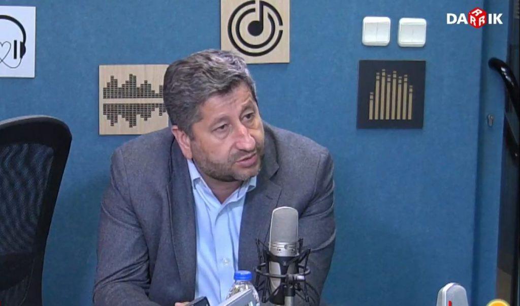 "Христо Иванов пред радио ""Дарик"""