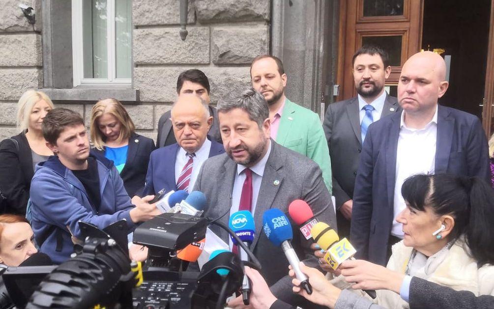 """""""Демократична България"""" се регистрира за участие в изборите на 14 ноември"""